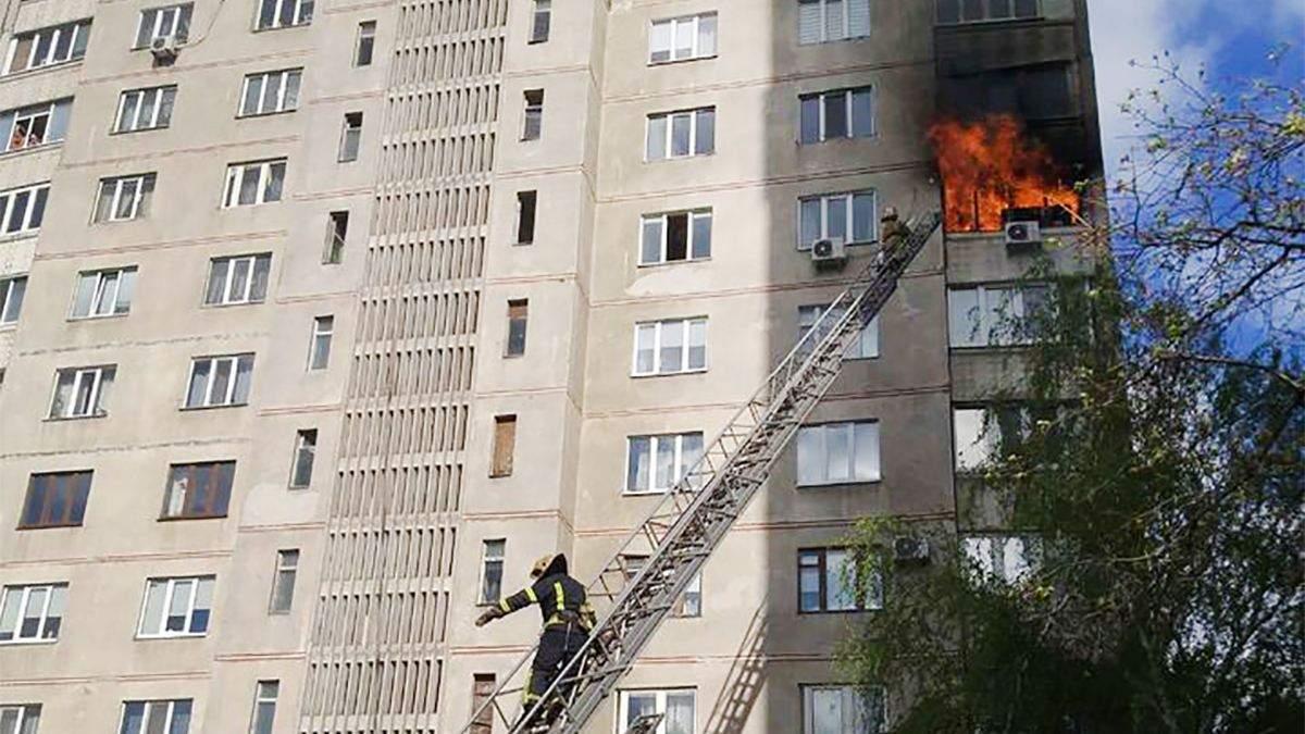 Відео пожежі в квартирі Харківської 16-поверхівки