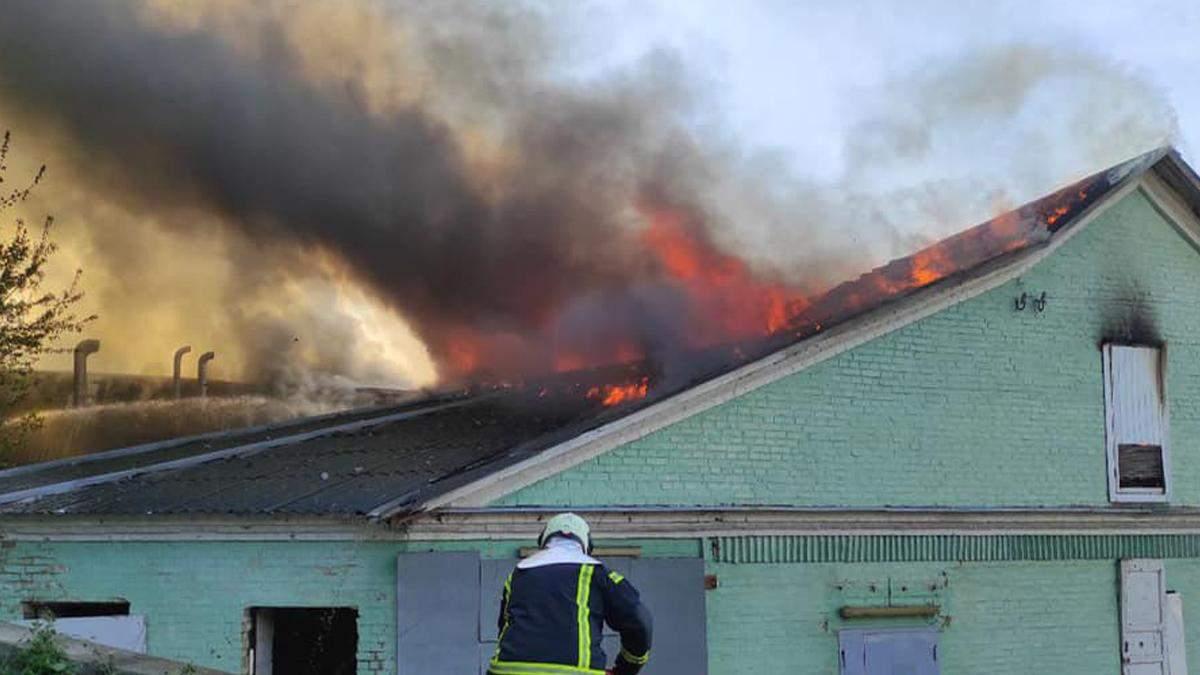 В Киеве на Амосова ликвидировали серьезный пожар: горели склады