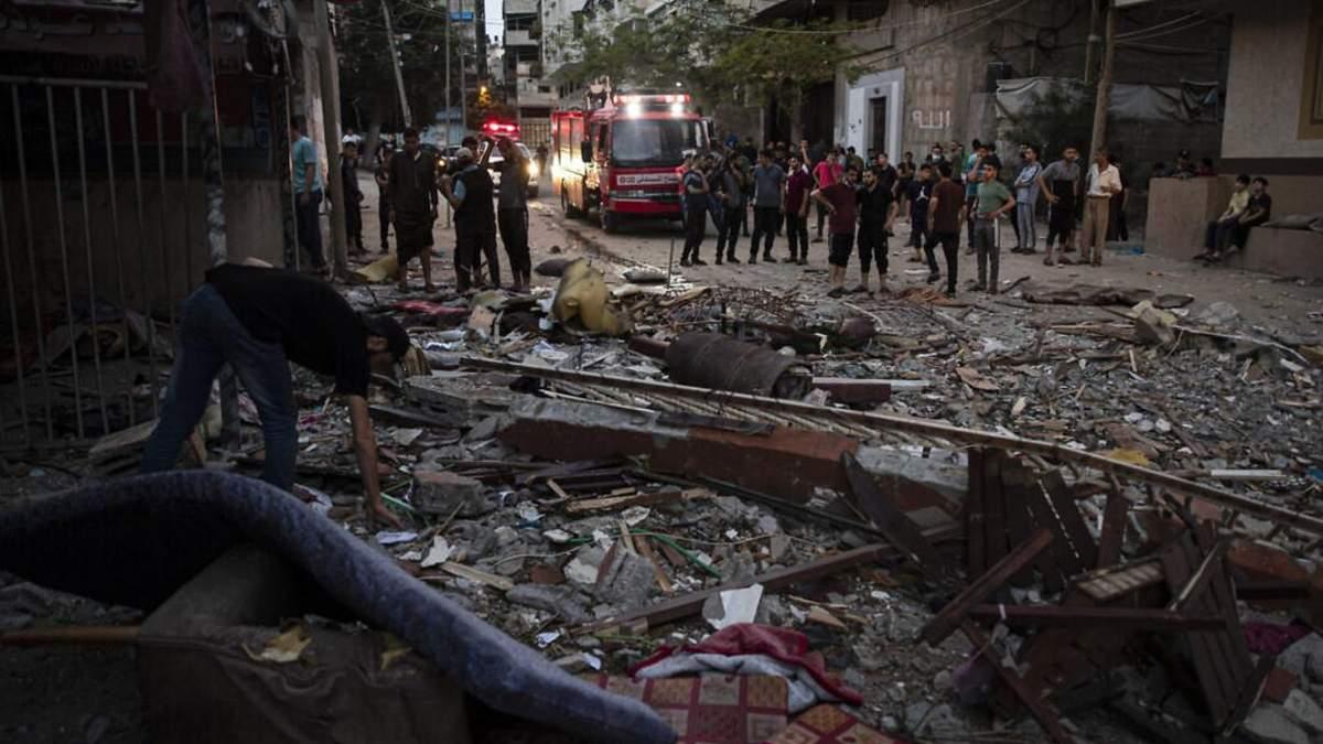 В пригороде Тель-Авива упали несколько ракет: видео - СМИ