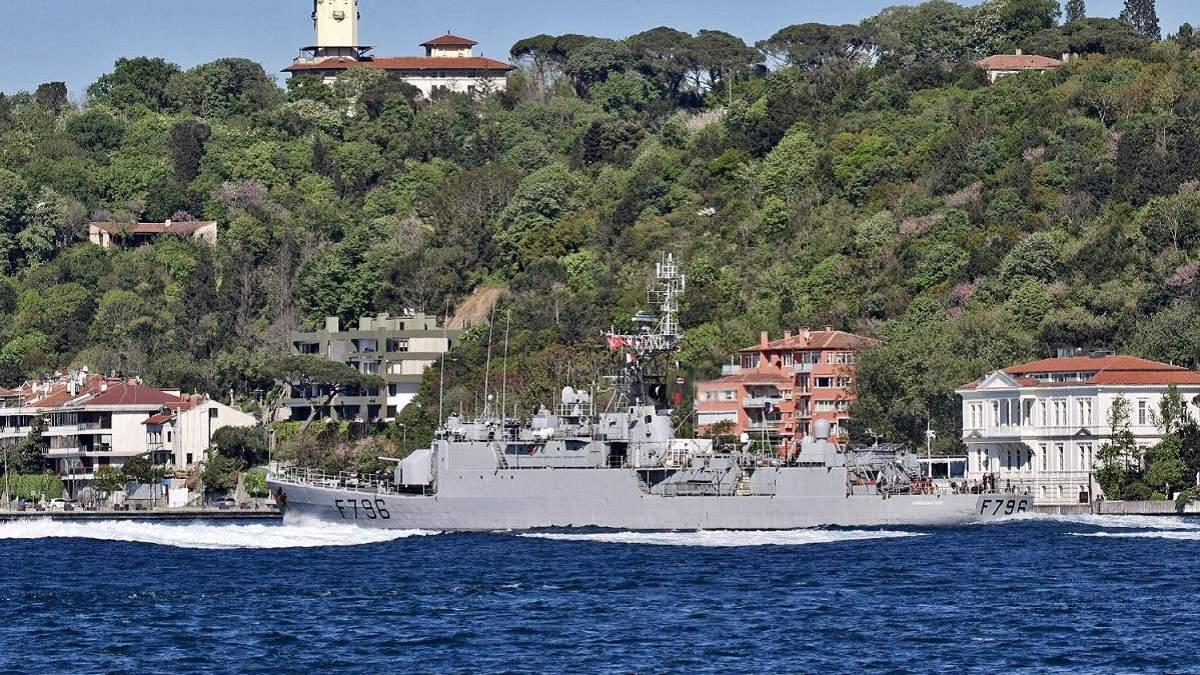 Французский корвет F796 Commandant Biro зашел в Черное море: фото