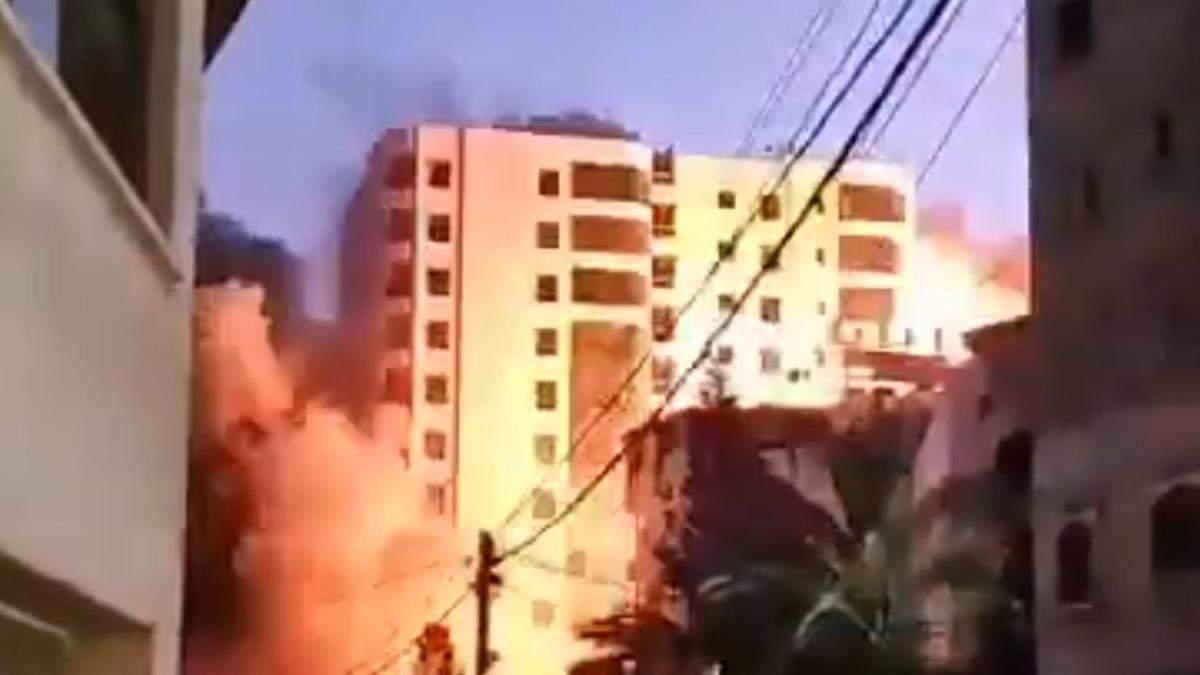 Израильская ракета попала в многоэтажку в секторе Газа