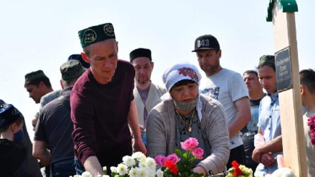Похороны детей, погибших в стрельбе в Казани: фото, видео