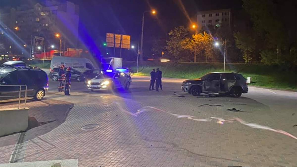 В Ивано-Франковске обстреляли авто: кто его владелец