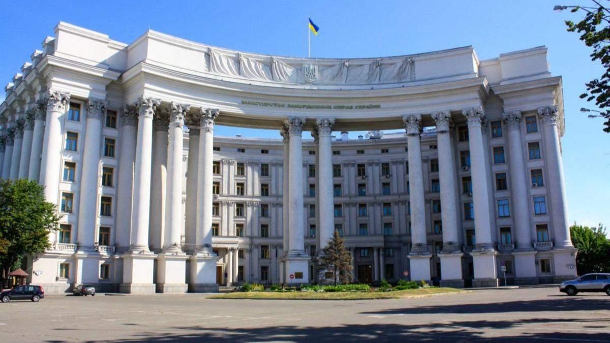 Более 100 украинцов застряли в Непале: обвиняют МИД