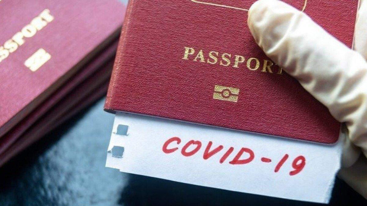 Паспорти вакцинації можуть з'явитися вже влітку 2021