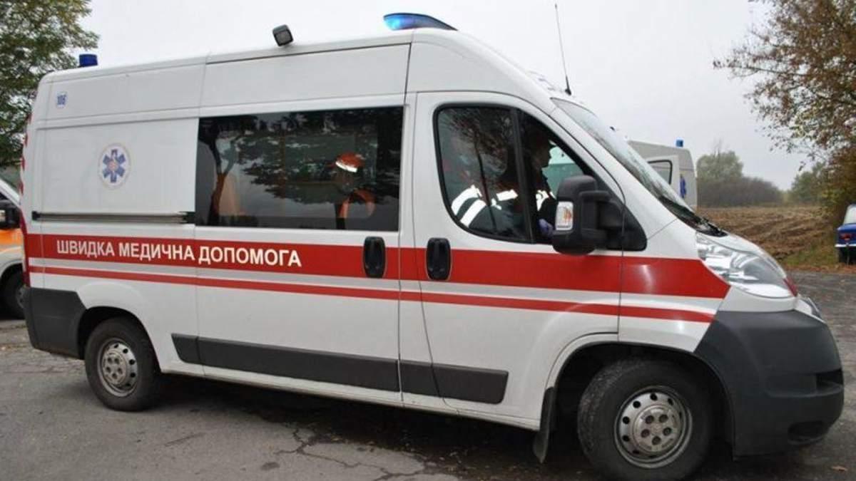 На Івано-Франківщині чоловіка вкусила змія: деталі
