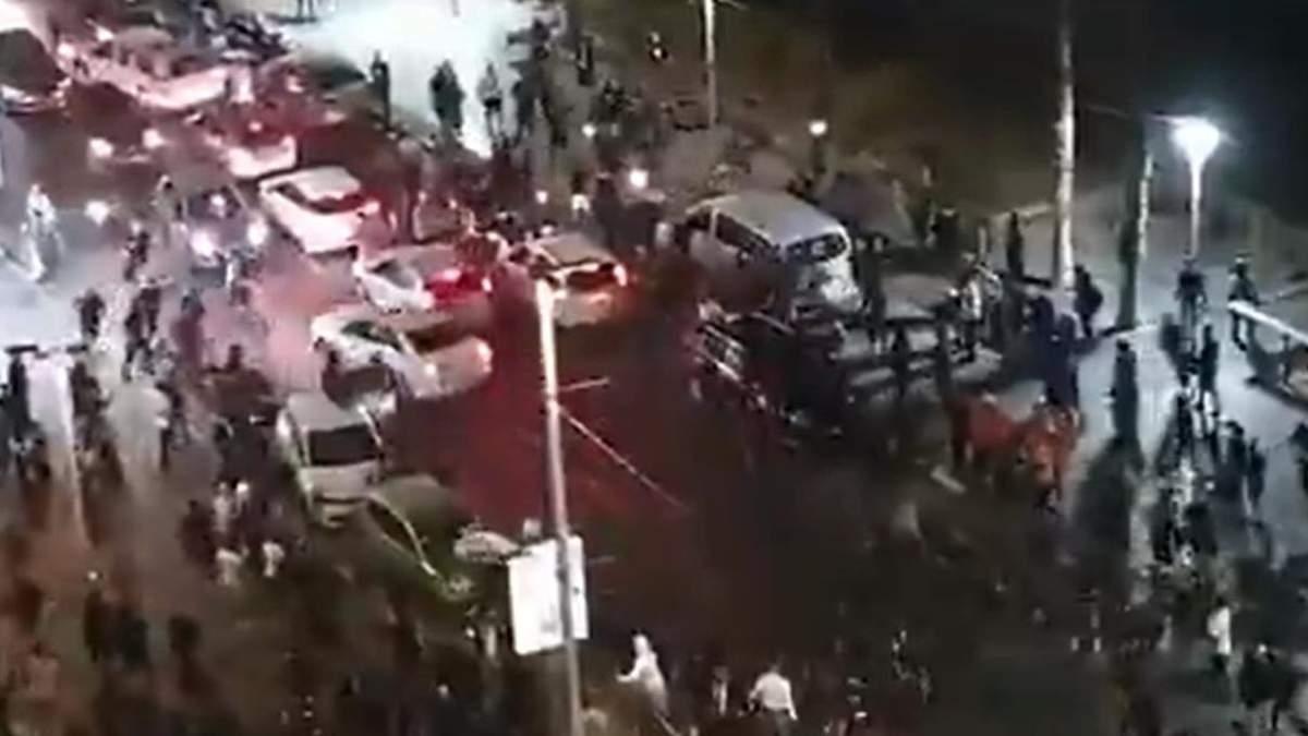 В Израиле толпа избила водителя-араба: видео