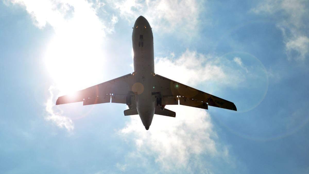 Розбила голову: у літаку, що летів з Туреччини, побилися 2 українки