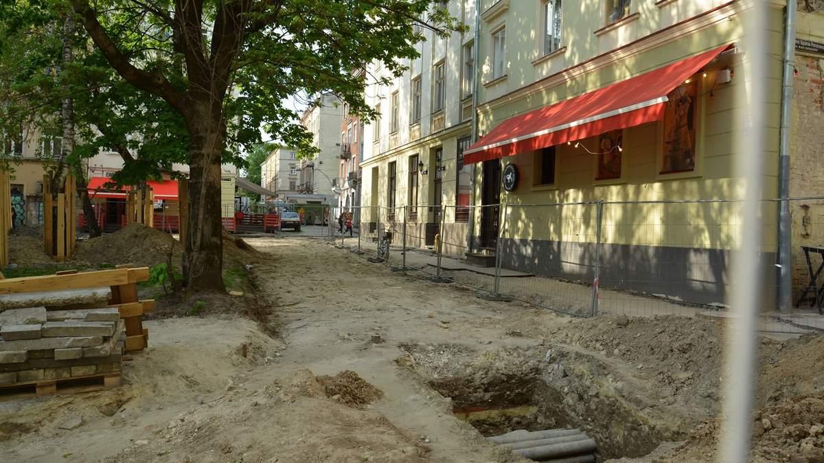 У центрі Львова археологи знайшли фрагмент середньовічного муру: фото
