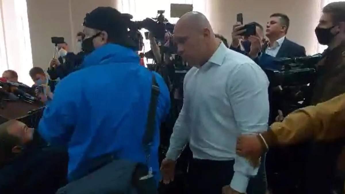 Кива на заседание по Медведчуку цеплялся к журналистам: видео