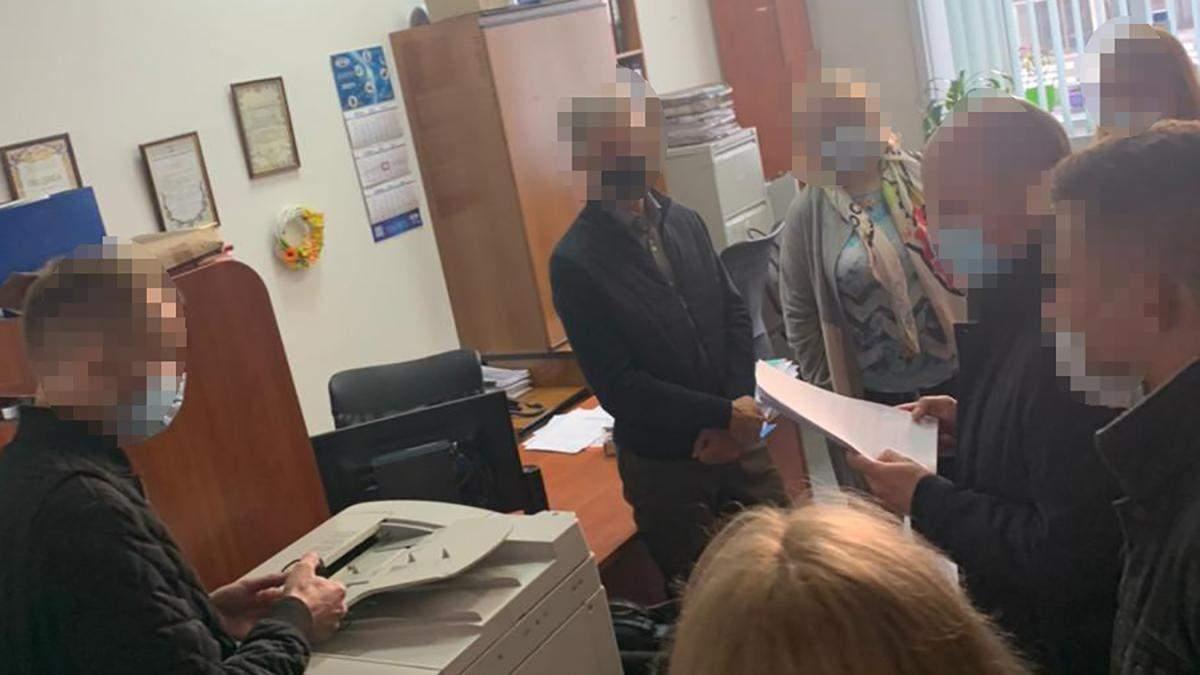 Обшук в КМДА: прокуратура в Департаменті містобудування – фото