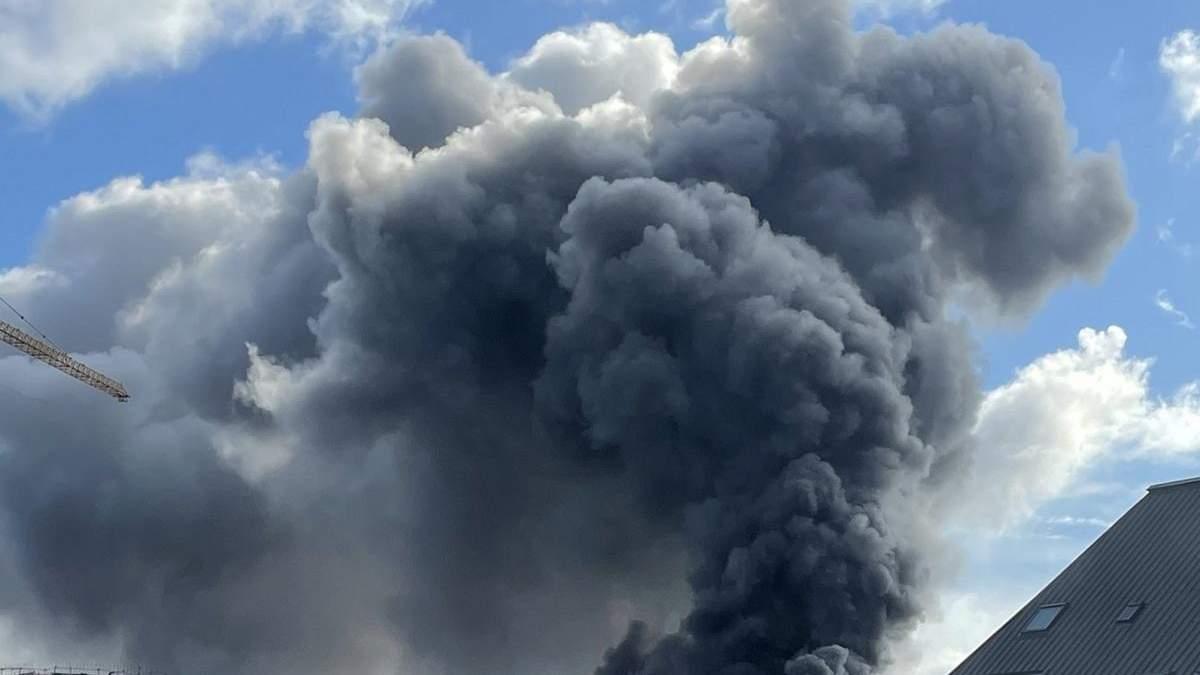 Под Парижем вспыхнул пожар на химическом заводе
