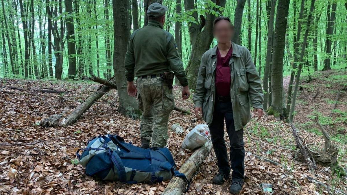 Сломал систему: немец сквозь лес пытался пробраться в Украину