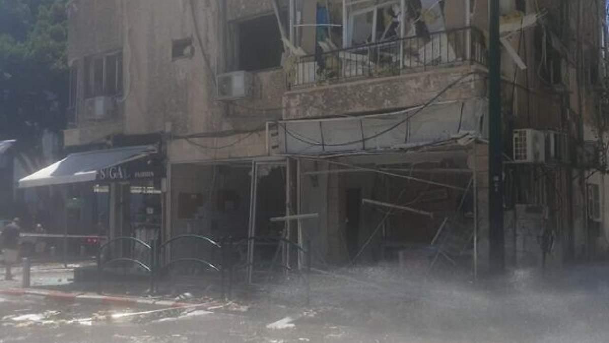 Израиль под мощным ракетным обстрелом: есть жертва - фото, видео