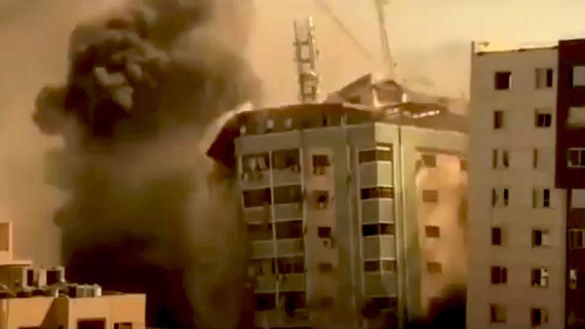 Ізраїль обстріляв багатоповерхівку в Секторі Гази: відео