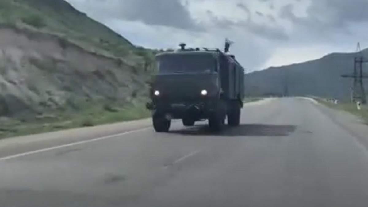 В Армении заметили колонну военной техники России: видео