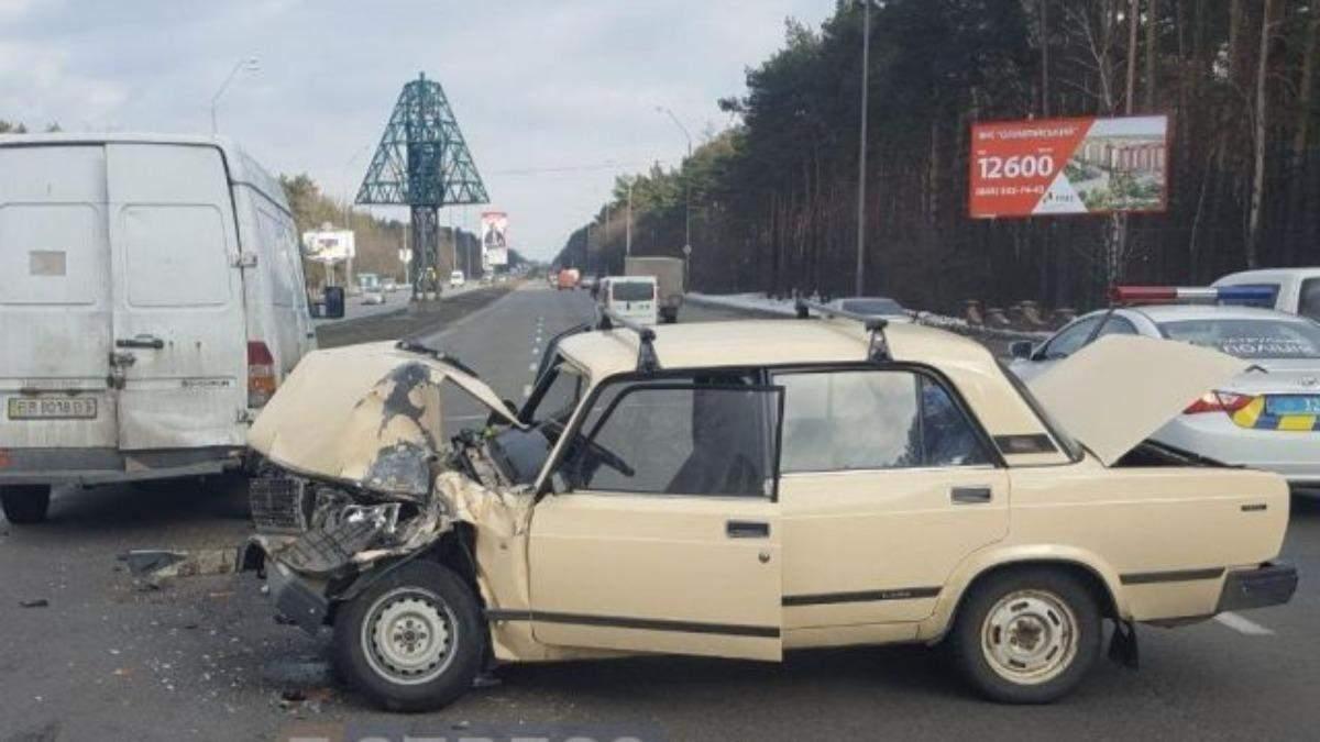 На Харківщині жигуль в'їхав у ГАЗель: є загиблі – відео