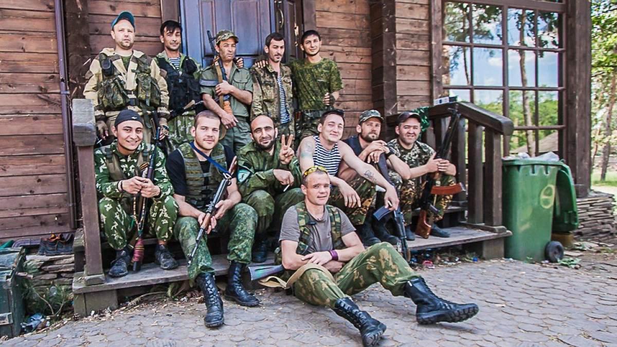 Через можливі загрози з боку України: бойовики на Донбасі збирають резервістів і техніку