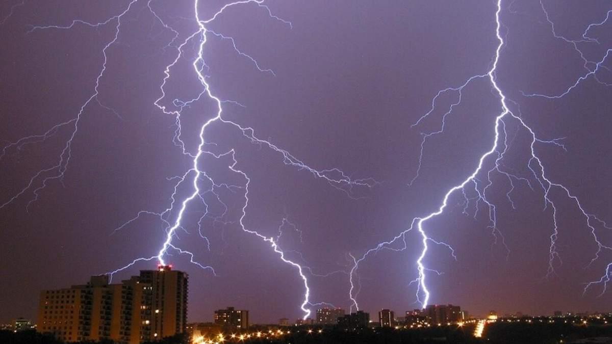 Небезпечні погодні умови в Україні 17 травня 2021: грози та шквали