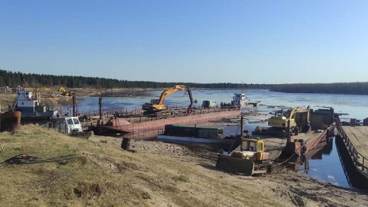 Тонни нафти потрапили в річку в Росії: фото та відео екокатастрофи