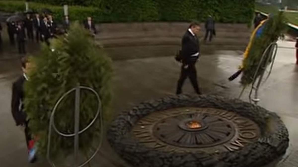 Янукович и венок: годовщина эпического видео с венком