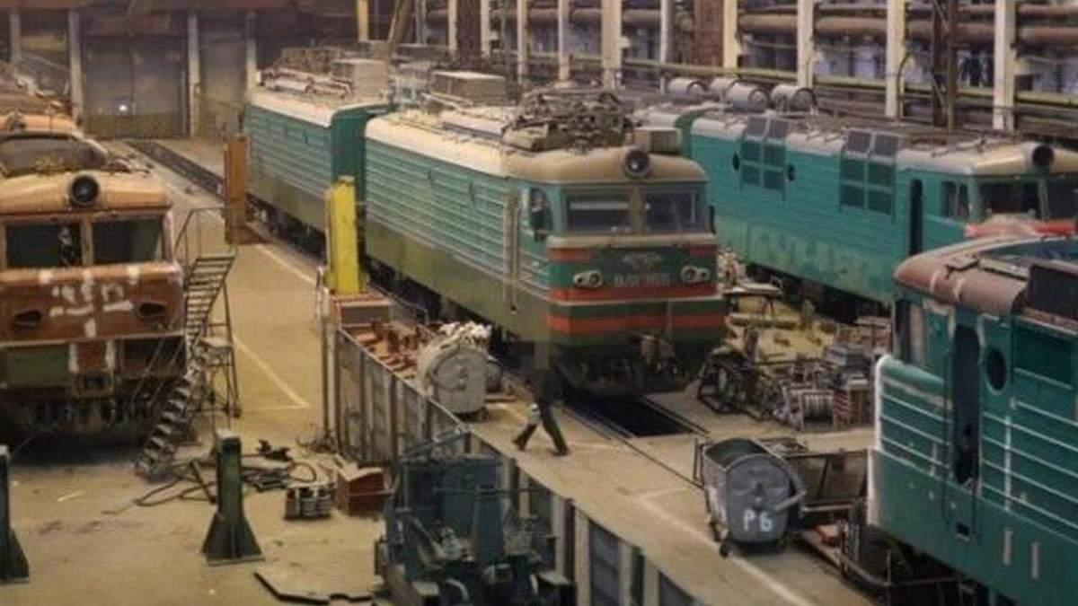 Поліцейські обшукують Київський електровагоноремонтний завод