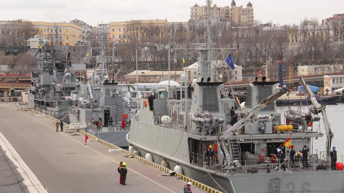 Що роблять кораблі НАТО в Чорному морі та як на це реагує Росія