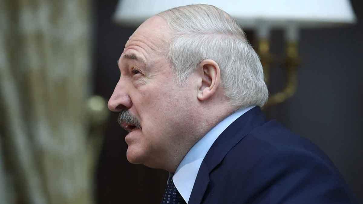Лукашенко дозволив силовикам застосовувати спецтехніку на мітингах