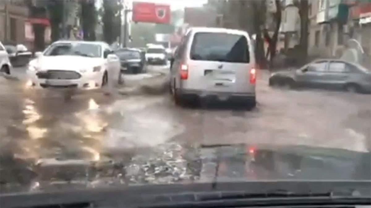 В Одесу завітав Мойсей: затопило більшість вулиць міста – відео