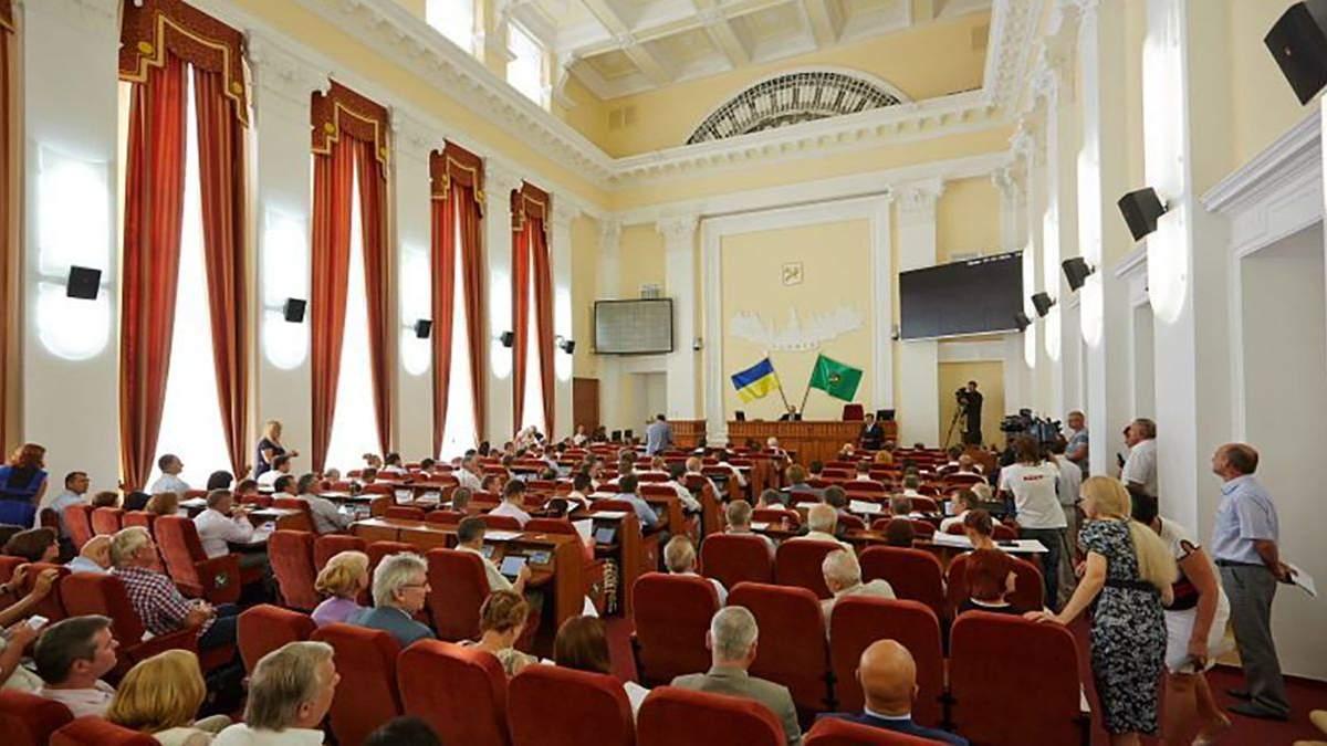 За харьковскими депутатами будут следить из-за языка на сессиях