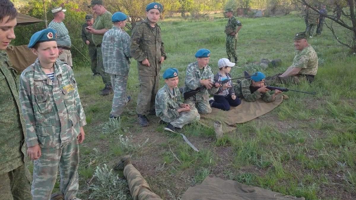 Возмутительные фото военных тренировок Юнармии в Донецке