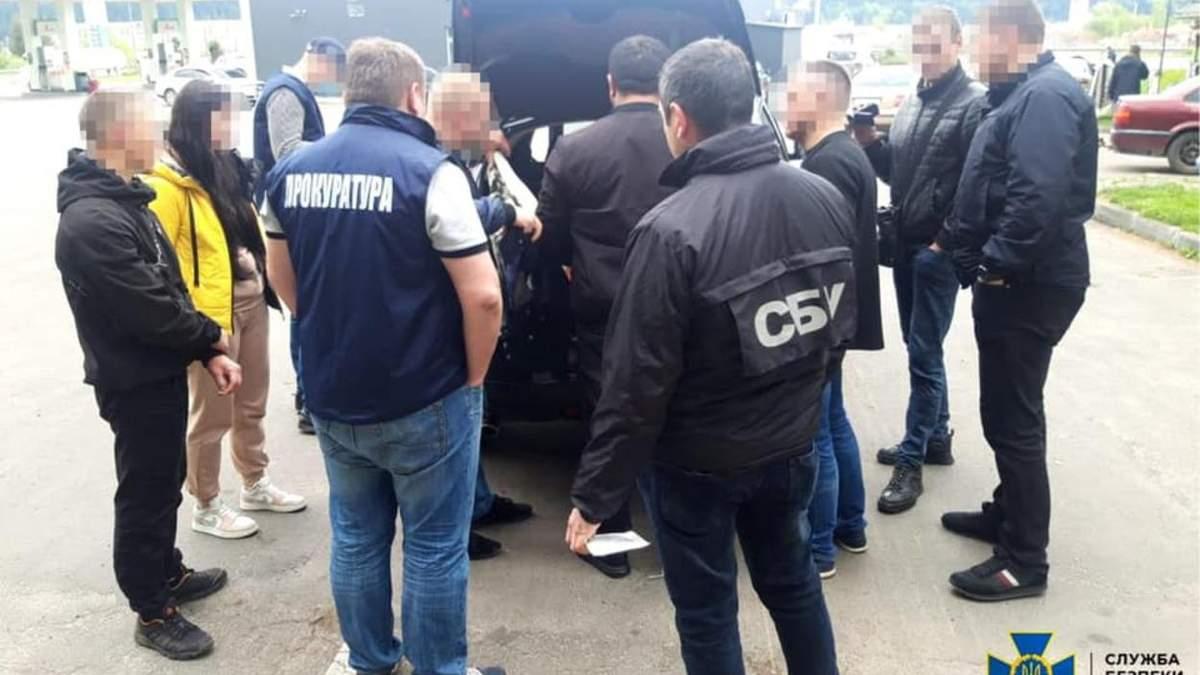 Кришував масштабне розкрадання лісу на Львівщині: СБУ затримала поліцейського – фото
