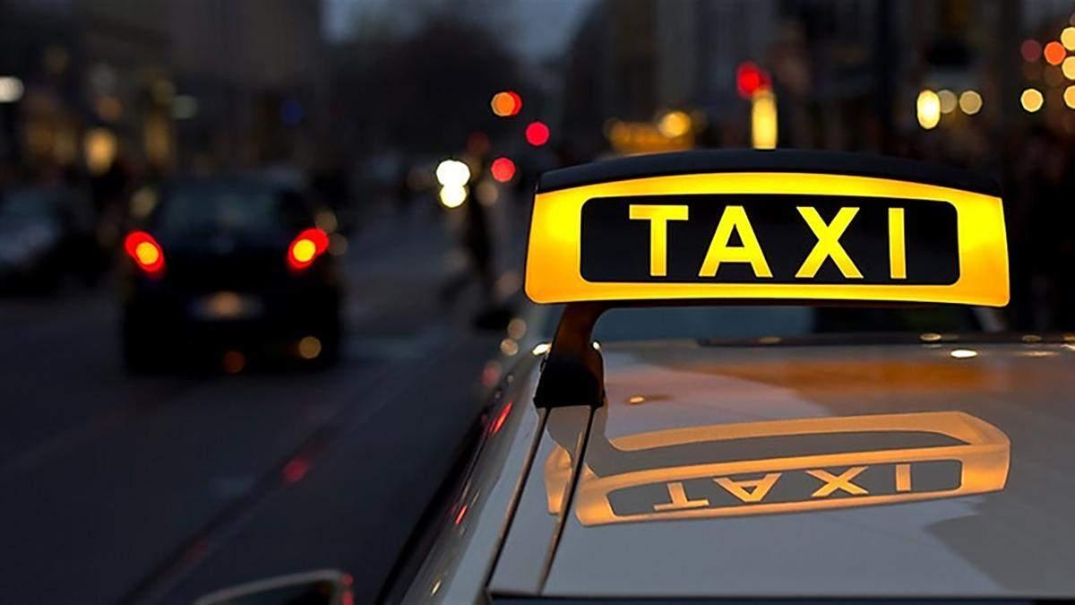 В Одессе водитель такси подрался с пьяным пассажиром: видео