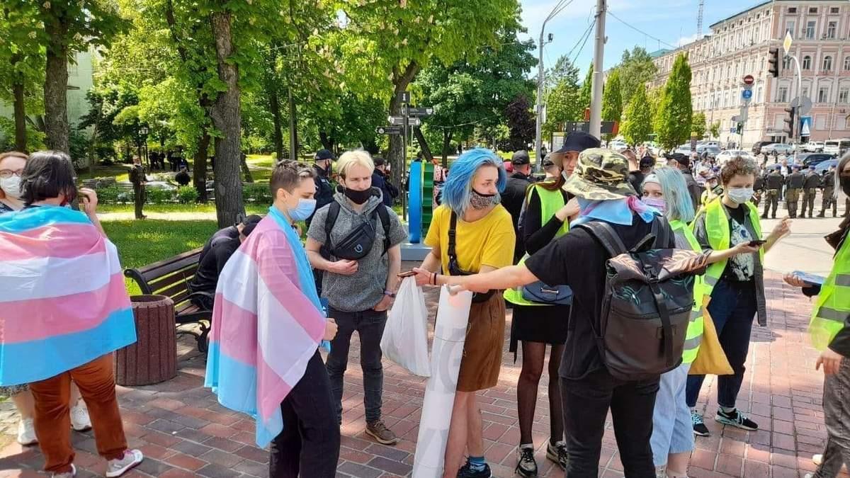 У Києві відбулися марші трансгендерів та їх противників 22 травня 2021
