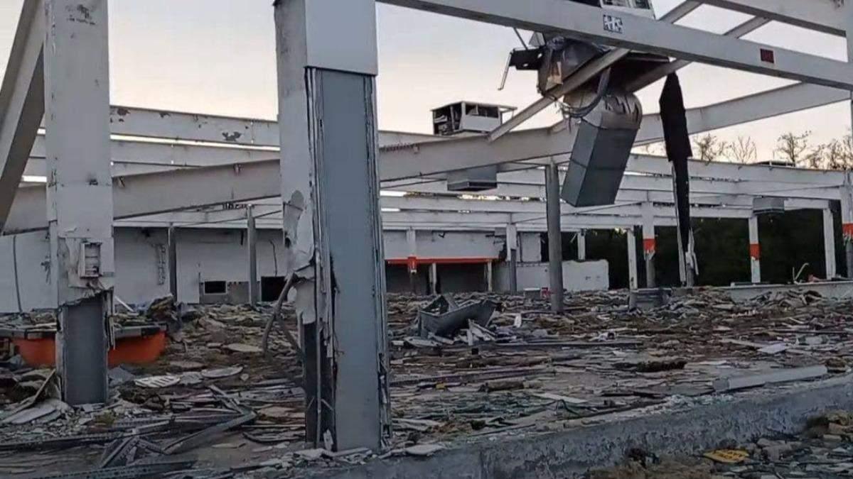 Розмародерили: оприлюднили фото руїн супермаркету в Горлівці