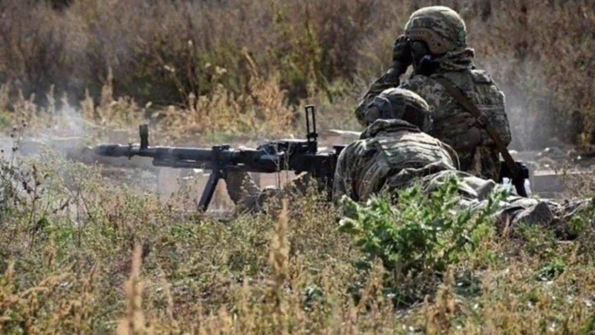 Боевики в Донбассе ранили украинского военного