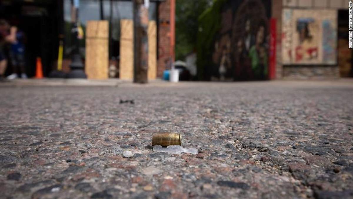 На місці загибелі Флойда під час акції його пам'яті сталася стрілянина