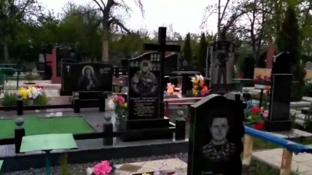 У мережі показали ціле кладовище бойовиків під Донецьком - Канал 24