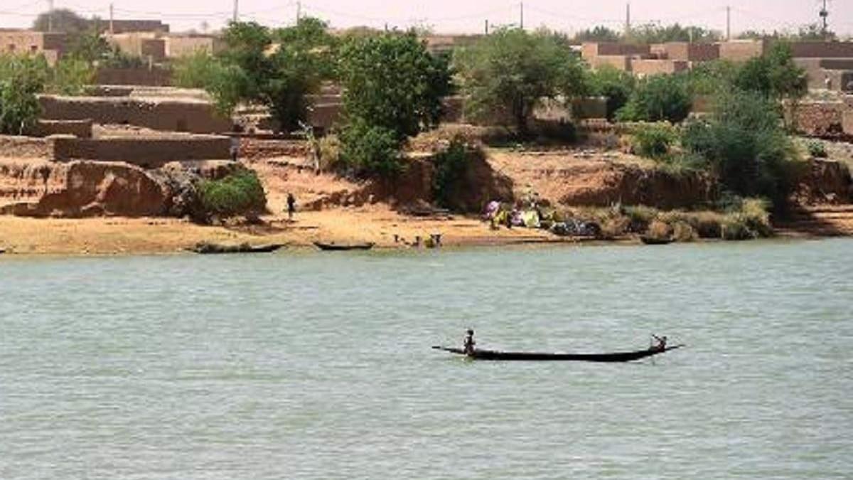 В Нигерии перевернулось судно с 160 пассажирами: большинство исчезло