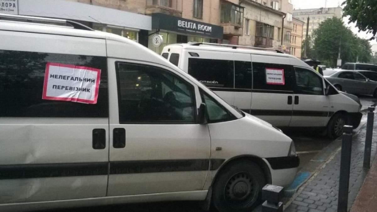 Нелегальні перевізники перекрили пішохідні зони в Івано-Франківську