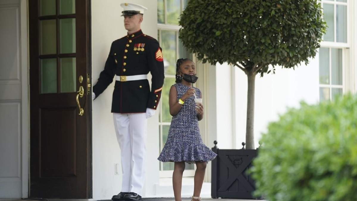 7-річна дочка загиблого Флойда попросила у Байдена перекус