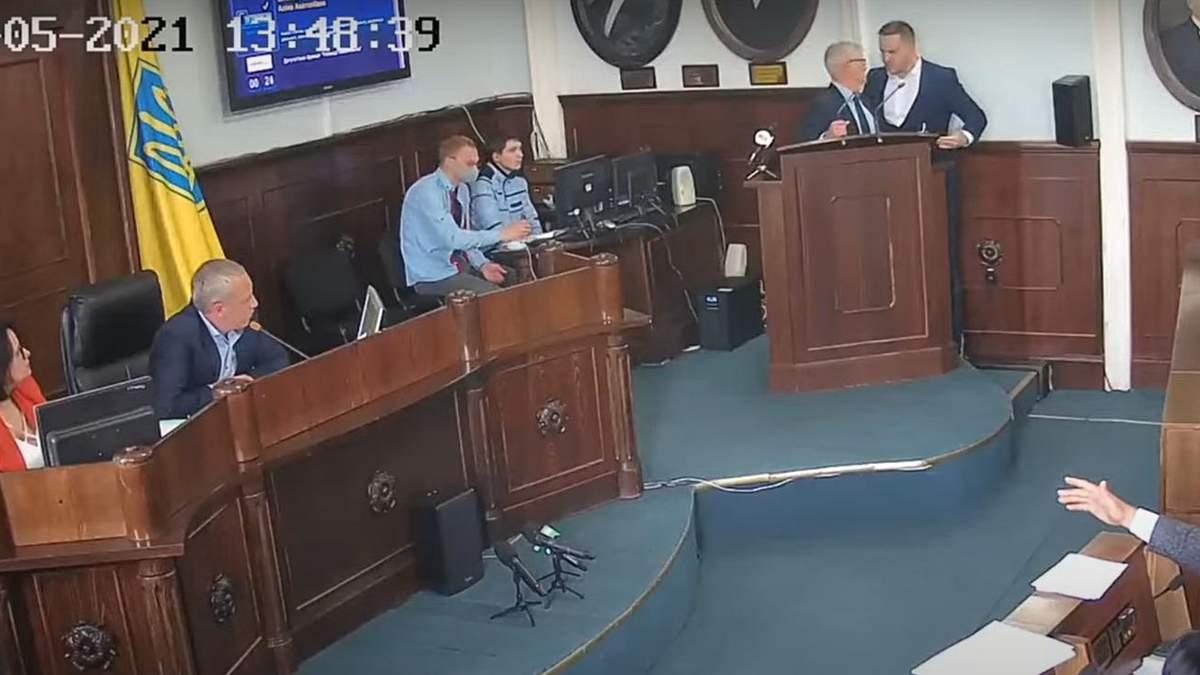 В Черновицком горсовете толкотня между Бешлеем и Кушнириком: видео