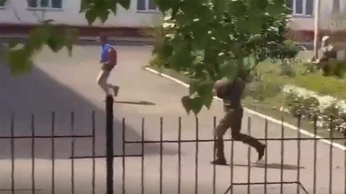Стрельба в школьном дворе в Одесской области: мужчины ранены