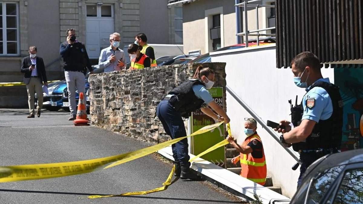 У Франції біля Нанту чоловік напав на поліцейську у відділку