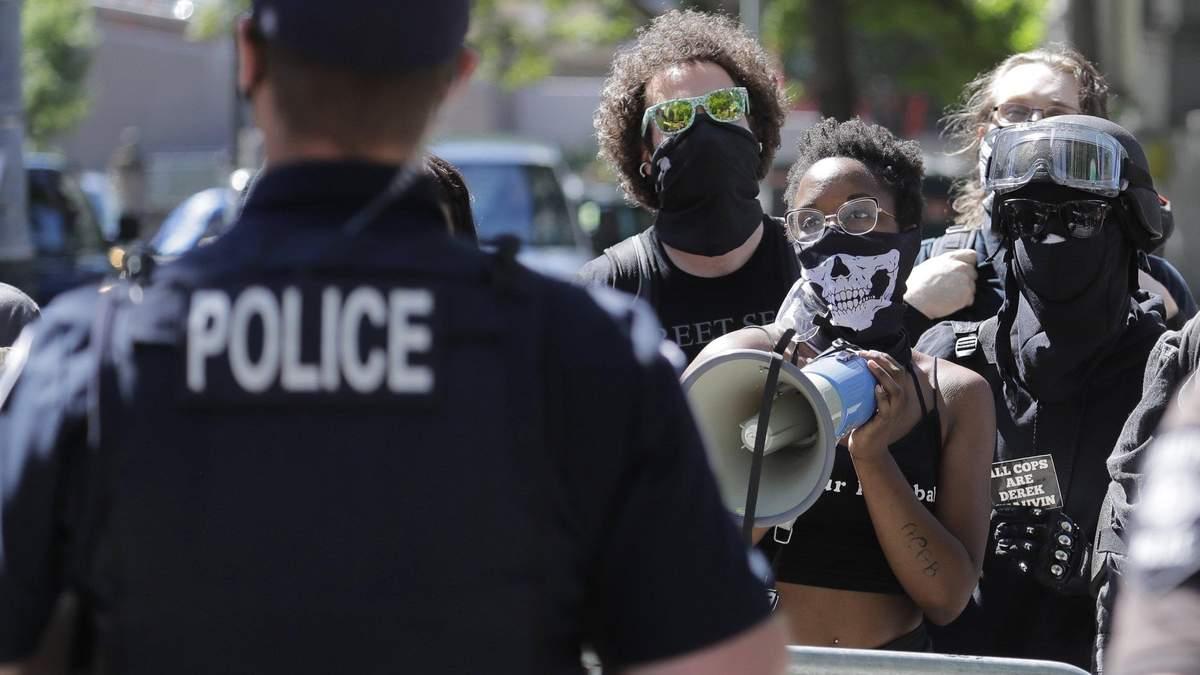 Вбивство темношкірого в США: поліцейським пред'явили звинувачення