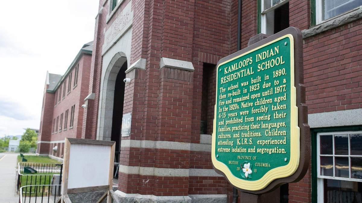 На території ексшколи-інтернату в Канаді виявили останки 215 дітей