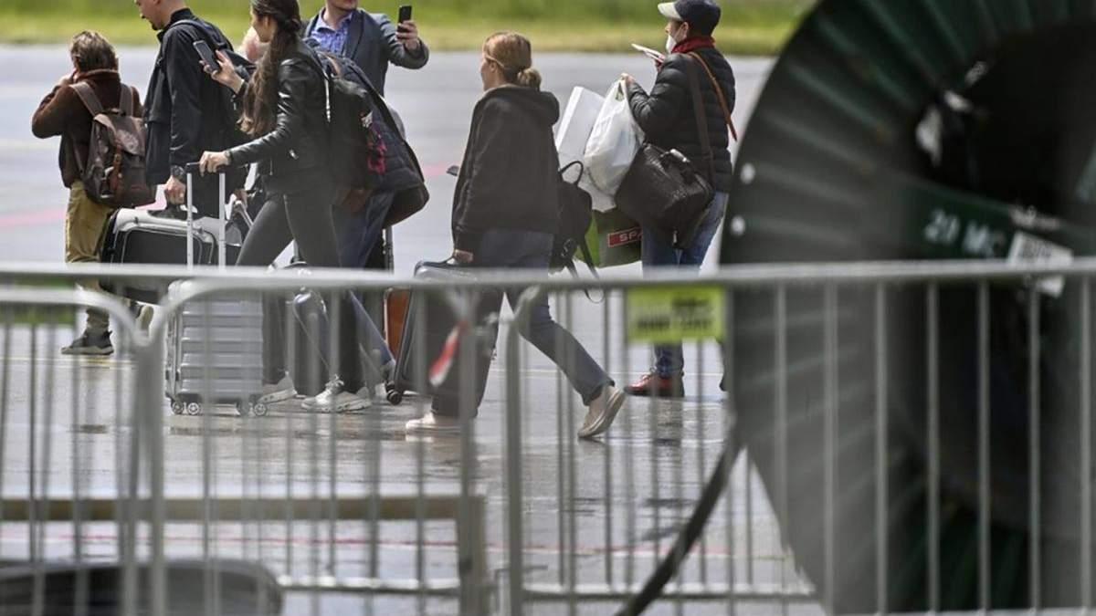 Россия начала вывозить своих дипломатов из Чехии