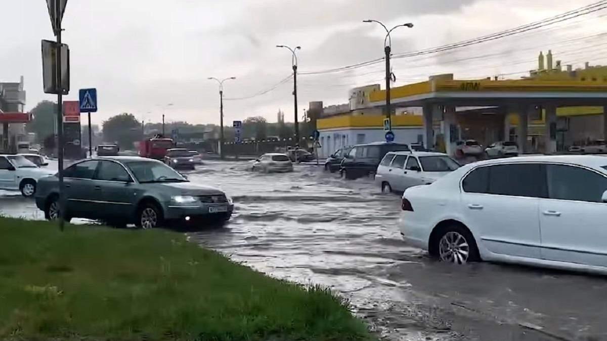 Временно оккупированый Симферополь залило водой