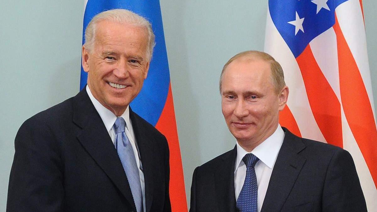 Путин видит себя смотрящим по району, а Байдена – решалой