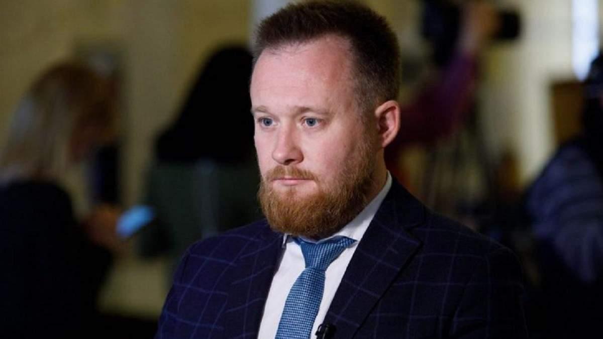 Слуга Камельчук извинился за быдлоты и парковки жены